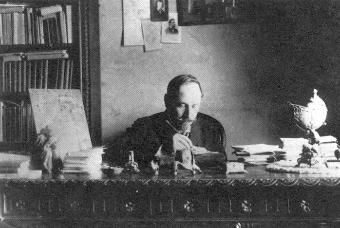 Luigi Pirandello nel suo studio - 1907
